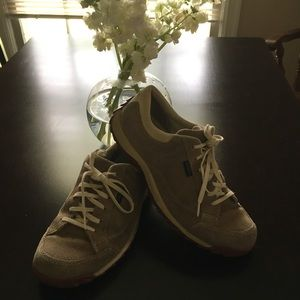 Simple Brand Light Brown Suede Shoes
